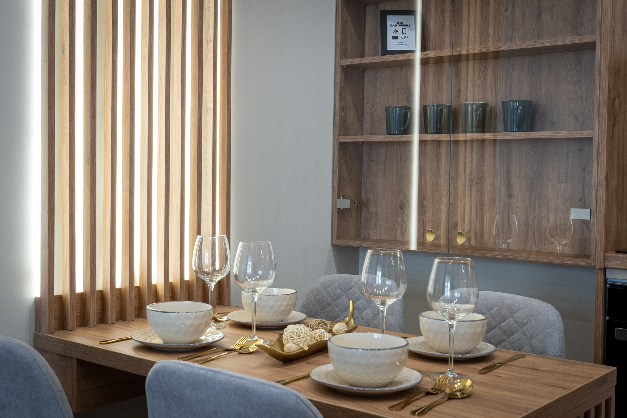 Stół z nastrojowym oświetleniem